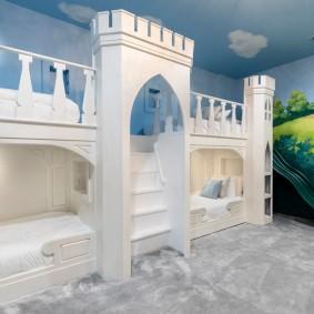 Детская кровать в виде сказочного замка