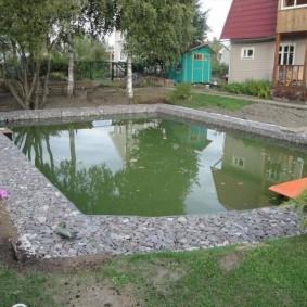 Бассейн на даче из плоских габионов