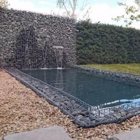 Живая изгородь в комбинации с каменным габионом