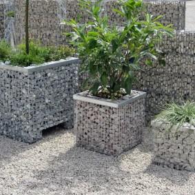 Садовые горшки из квадратных габионов