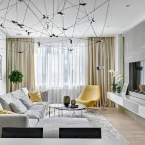 Оформление окна в гостиной с серыми стенами