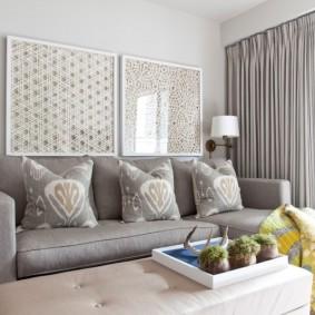 Серый диванчик в небольшой гостиной