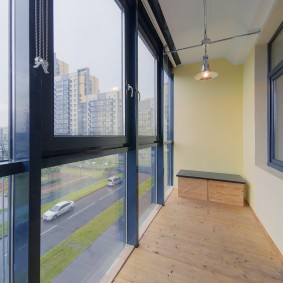 Панорамные окна на узком балконе
