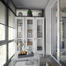 Шкаф для книг в интерьере балкона