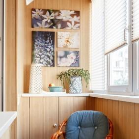 Удобное кресло на остекленной лоджии