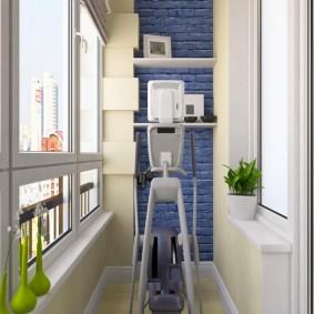 Небольшой спортзал на застекленном балконе