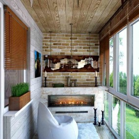 Деревянная отделка потолка на лоджии