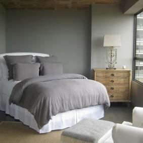 Окраска стен спальни в серый цвет