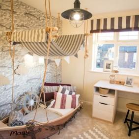 Кровать в форме корабля для юного моряка
