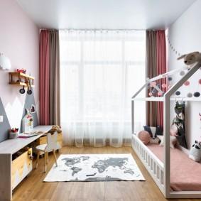 Кровать-домик в комнате любимого сына