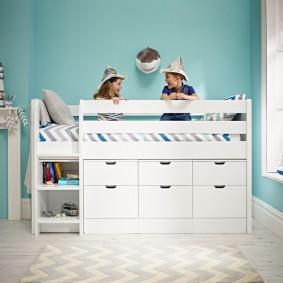 Удобные ящики в нижней части детской кровати