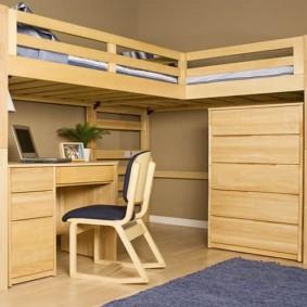 Двухъярусная кровать с письменным столом из сосны