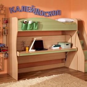 Узкая кровать-чердак со столом внизу