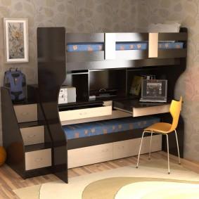 Столик для ноутбука в нижнем ярусе кровати-чердака