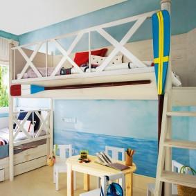Высокие бортики на спальном месте кровати-чердака