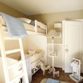 Кровать-чердак в комнате небольшого размера
