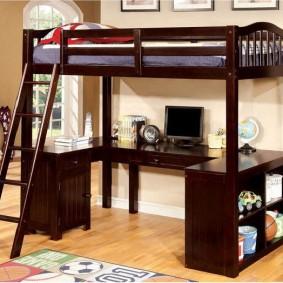 Темно-коричневая мебель в детской комнате