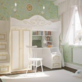 Светлые шторы на окне комнаты для девочки