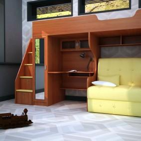 Небольшой диванчик на нижнем ярусе кровати-чердака