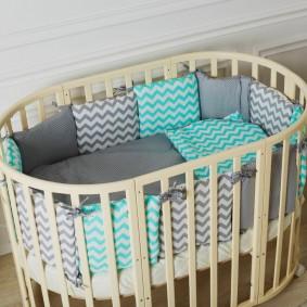 Кроватка для новорожденного овальной формы