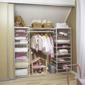 Встроенный гардероб с купейными дверками