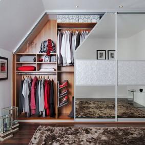 Гардеробный шкаф с раздвижными дверками