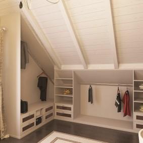 Открытый гардероб в комнате с деревянной отделкой