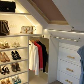 Подсветка полок в открытом гардеробе