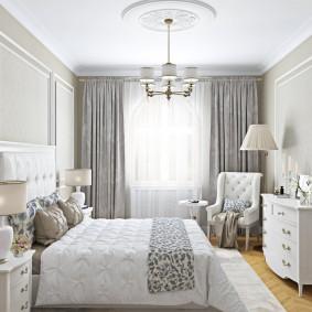 Декор молдингами стен в спальне классического стиля