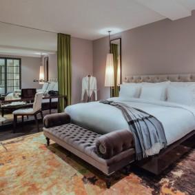 Классическая спальня в загородном доме