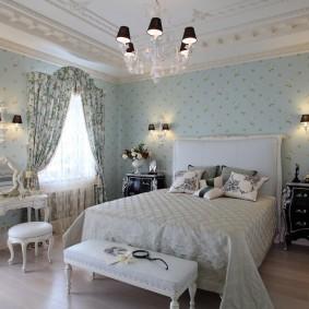 Черные плафоны на светильниках в спальне