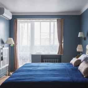 Синие стены в спальне небольшой площади