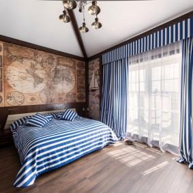 Древняя карта мира на стене спальни для подростка
