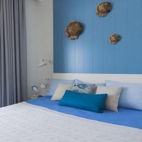 Голубые акценты в спальне девочки