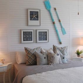Декорирование стены в спальне морского стиля