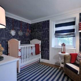 Белая мебель в синей комнате