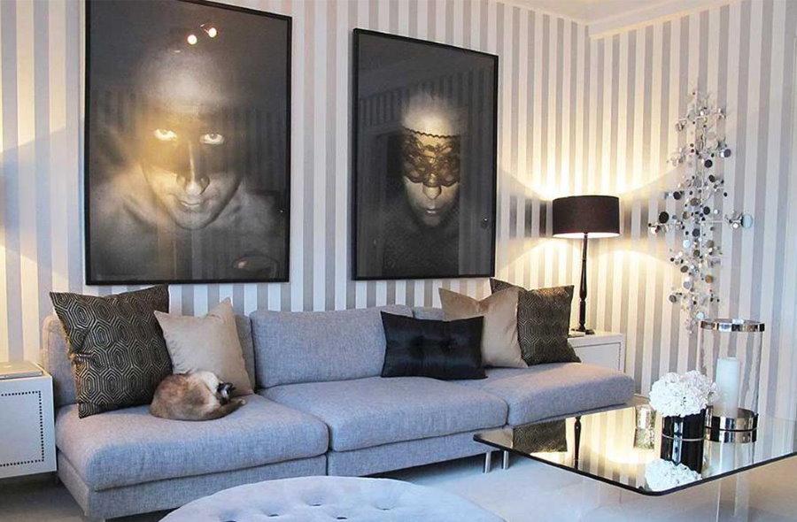 Декор большими фотографиями стены с полосками на обоях