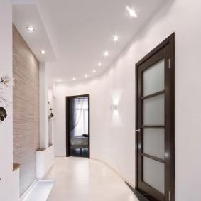 Освещение коридора с плавным изгибом