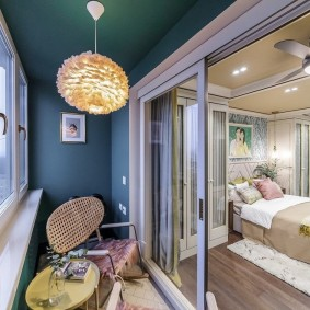 Раздвижные двери между лоджией и жилой комнатой