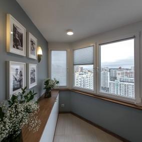 Деревянный подоконник на лоджии с ПВХ-окнами