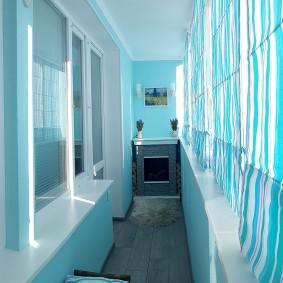 Голубая отделка балкона в современном стиле