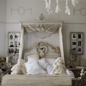 Декор спальной комнаты старыми фотографиями