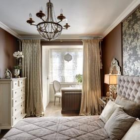 Уютная спальня с рабочим местом на балконе