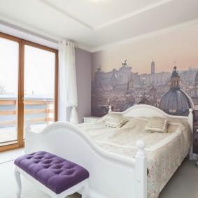 Фотообои в спальне с большим окном