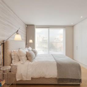 Встроенная мебель в спальне стиля минимализма