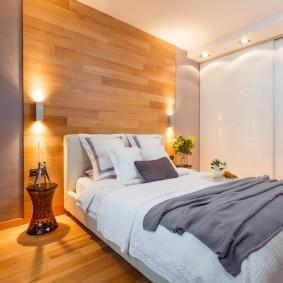 Отделка ламинатом стены над кроватью