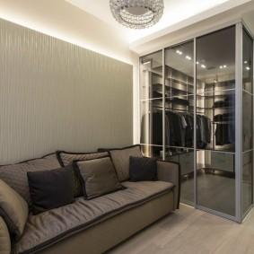 Угловой гардероб в интерьере гостиной комнаты