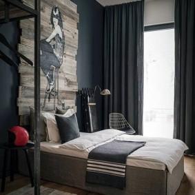 Интерьер спальни с темными шторами