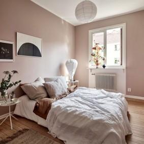 Однотонная покраска стен в спальной комнате
