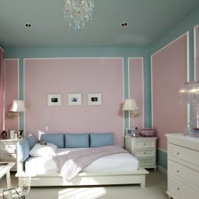 Розово-голубая спальня в городской квартире